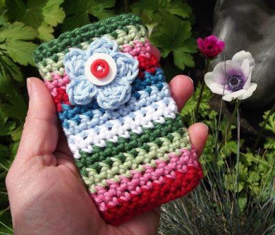 30-Stylish-DIY-Crochet-Phone-Cases-30