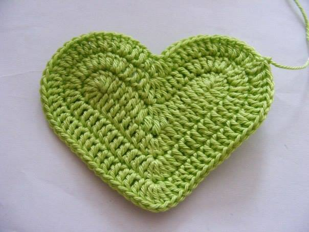 Fab-Art-DIY-Crochet-3D-Heart-free-pattern07