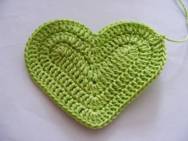 Fab-Art-DIY-Crochet-3D-Heart-free-pattern07