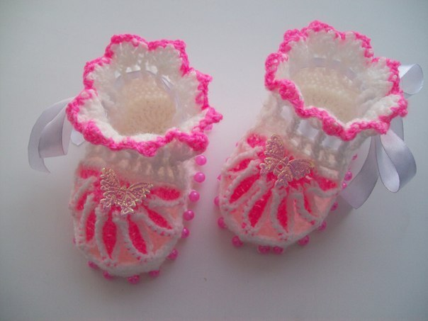 How-to-DIY-Pretty-Knitted-Flower-Baby-Booties-7