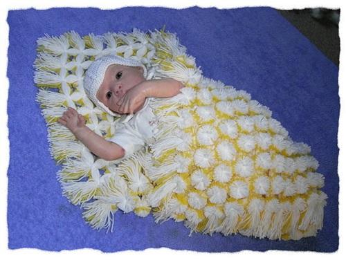 diy-baby-pom-pom-blanket-idea