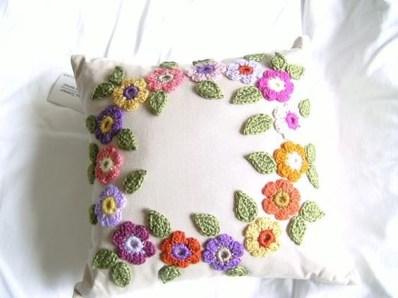 pillows decorated with crochet 1