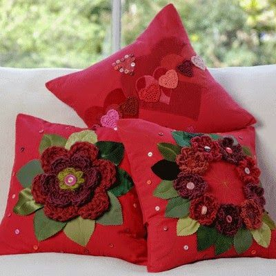 pillows decorated with crochet 3