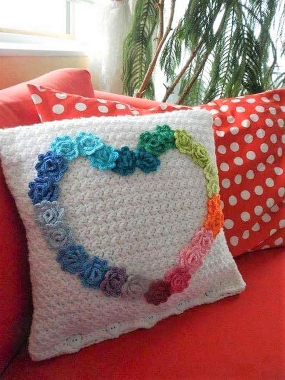 pillows decorated with crochet 4