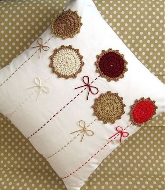 pillows decorated with crochet 5