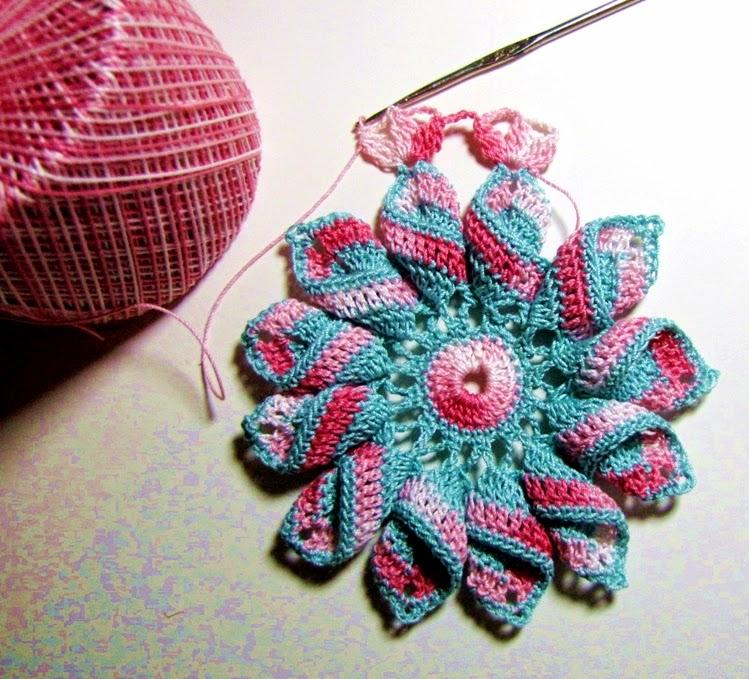 pretty pinwheel doily 4